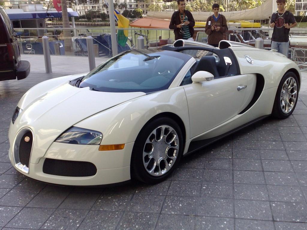 Bugatti_Veyron_EB_16.4_Grand_Sport_(oblique)