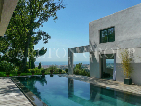 Luxury villa with a pool in Mougins
