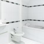 monaco-2rooms- carre d'or-bathroom