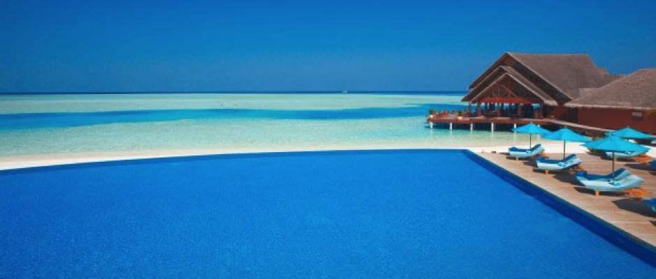 Qu'y a-il de plus beau que cette vue de bleu à l'infini ? Vous pourrez en profiter à l'hôtel Anantara Dighu Resort & Spa, sur l'ile  Dighufinolhu aux Maldives. Photo: Minor Hotel Group